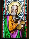 Цветное стекло - St Luke евангелист стоковое изображение rf