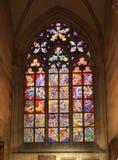 Цветное стекло собора St. Vitus Стоковые Фотографии RF