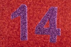 14 цветов пурпура над красной предпосылкой годовщина Стоковая Фотография