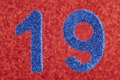 19 цветов сини над красной предпосылкой годовщина Стоковая Фотография