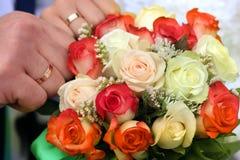 Цветок, букет, влюбленность, день, валентинка, замужество, предпосылка, hymeneal, кольца, украшение, концепция, праздник, объект Стоковое Фото