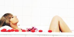 Цветок ванны женщины Стоковое Фото