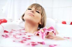 Цветок ванны женщины Стоковая Фотография