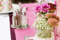 Цветок на таблице Стоковое фото RF