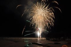 цветок огня на замороженном озере стоковое фото