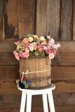 Цветок стоя на стуле Стоковые Изображения