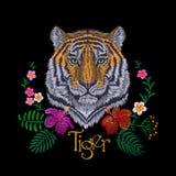 Цветок тигра головной троповый Стикер заплаты вышивки вид спереди Striped апельсином черная печать ткани текстуры стежком дикого  Стоковые Фотографии RF