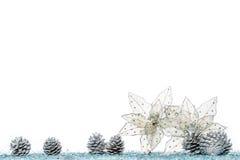 Цветок украшения рождества на снеге, изолированном на белизне Стоковые Изображения RF
