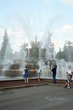 Цветок фонтана каменный стоковая фотография