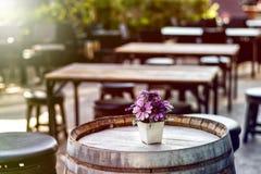 Цветок хризантемы на столе Стоковые Фото
