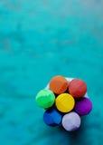 Цветок Crayon на сини Стоковые Изображения RF