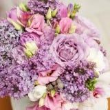 Цветочная композиция с цветками сирени и eustoma Стоковое Изображение