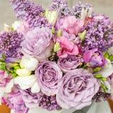 Цветочная композиция с цветками сирени и eustoma Стоковые Изображения