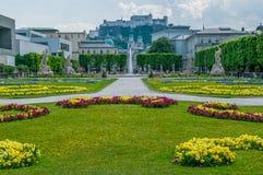 Цветочный сад в городке Зальцбурга стоковые фотографии rf
