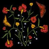 Цветочный узор вышивки с маками и бабочками Стоковые Изображения