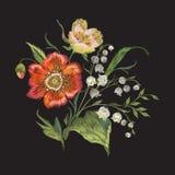 Цветочный узор вышивки с маками и лилиями долины Стоковые Изображения