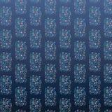Цветочный узор на голубой предпосылке Стоковая Фотография RF