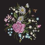 Цветочный узор тенденции brigt вышивки с пчелой Стоковая Фотография