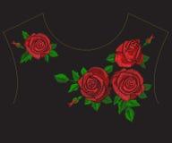 Цветочный узор neckline тенденции вышивки этнический с красными розами Стоковое фото RF