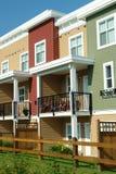 Цветы домов рядка яркие Стоковая Фотография RF