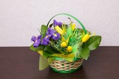 Цветы Желтый букет тюльпана и радужки Стоковые Изображения RF