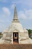 Цвет белизны Wat Phrasisanpetch пагоды Стоковое фото RF