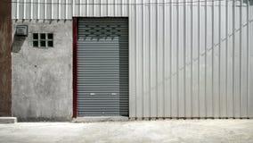 Цвет двери штарки или двери завальцовки серый, Стоковое Изображение