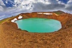 Цвет воды озера яркий ый-зелен Стоковое Изображение