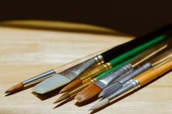 Цвет воды чистит место щеткой на деревянной доске Стоковые Фотографии RF