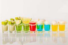 Цвет выпивает в стопке, сини, зеленом цвете, красном цвете, желтый и сметанообразный Стоковые Фотографии RF