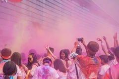 Цвет выставочного центра Чунцина, который побежали в молодые люди Стоковое Изображение