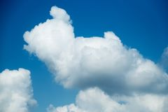 Цвет голубого неба с фото предпосылки облаков Стоковые Фотографии RF