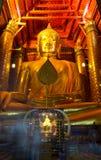 Цвет золота Wat Phananchoeng статуи Будды скульптуры Стоковое Фото