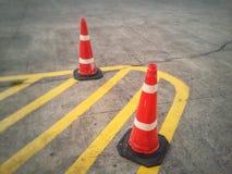 Цвет конуса движения оранжевый на дороге Стоковая Фотография RF