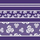Цвет ленты безшовной картины кружевной, белых и фиолетовых бесплатная иллюстрация