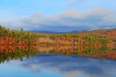 Цвет падения на белых горах Стоковая Фотография RF