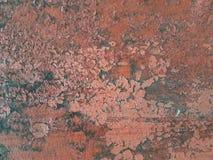 Цвет пинка поверхности металла абстрактной текстуры grunge ржавый при хлопья краски запаздывая позади стена с сорванными краями Стоковые Фото