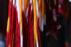 Цвет потоков вися в магазине улицы Стоковые Изображения RF