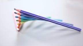 цвет предпосылки покрасил изолированные карандаши карандаша белым конец вверх Стоковое Изображение RF