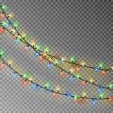 Цвет рождества освещает строку Прозрачное украшение влияния изолированное на темной предпосылке реалистическо иллюстрация вектора
