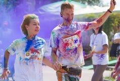 Цвет фестиваля Holi, который побежали в Киеве Стоковое Фото