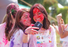 Цвет фестиваля Holi, который побежали в Киеве Стоковая Фотография RF