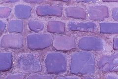 Цвет фиолета конца-вверх проезжей части булыжника текстуры старый Стоковое фото RF