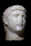 цезарь изолировал римскую статую стоковые фотографии rf