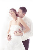 Целовать пар венчания   Стоковое Изображение