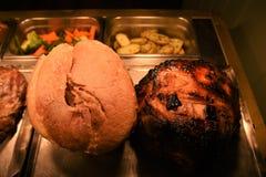Целый сварило соединение жаркого gammon и свинины с овощами предпосылки стоковое изображение rf