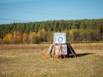 Цель для archery ручной работы Цель в поле стоковое фото rf