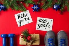 Цель Нового Года тапок гантелей состава спорта рождества новая стоковая фотография