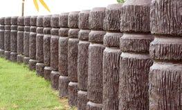 Цементируйте поляка в древесине как в линия кривой стоковая фотография rf