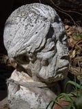 Цементируйте скульптуру бюста популярной индигенной мексиканской женщины в San Miguel de Альенде стоковое изображение